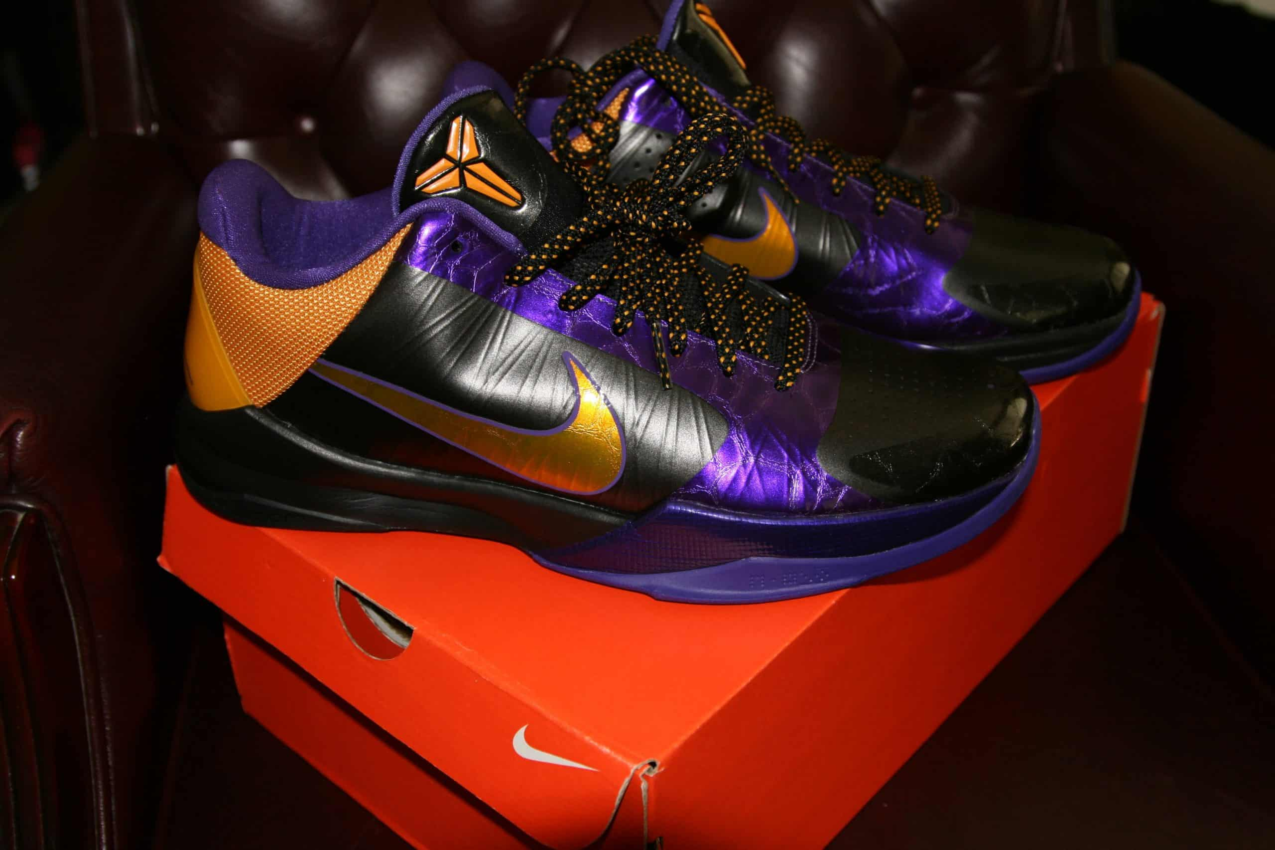 KOBE BRYANT NIKE SHOES PLAYOFF ORIGINALS